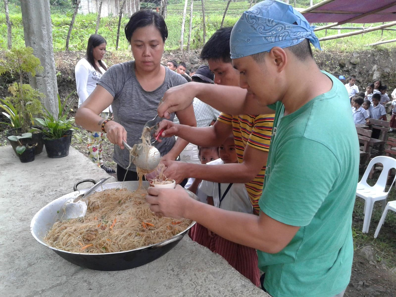 Donate to the Missionaries of the Sacred Heart and help feed families in the Philippines.