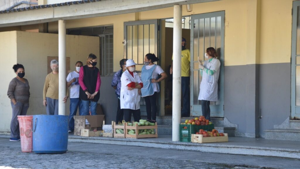 The MSC Projeto Família Viva provides much-needed COVID relief aid to families in Pinheirinho, Brazil.